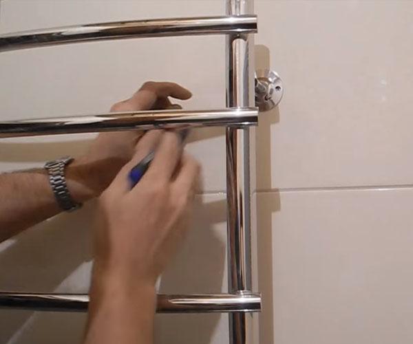 Установка и замена полотенцесушителя в Москве